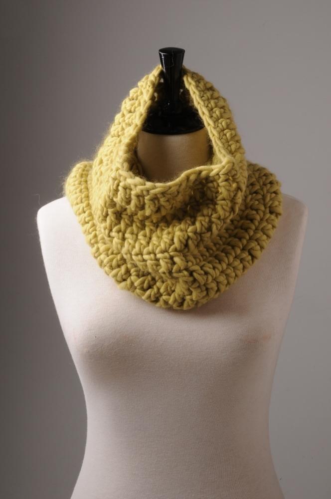 15_simple_crochet_cowl.jpg